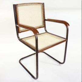 Chaise avec accoudoirs attachés