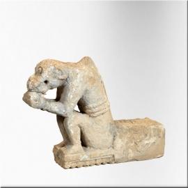 Singe assis mangeant en pierre XVIIIème siècle