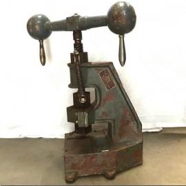 Presse industrielle en fer