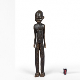 Personnage masculin debout. Burkina Faso. Lobi. Bois à patine brune claire par endroits