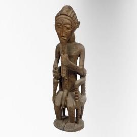 Personnage masculin. Côte d'Ivoire, Baoulé. Bois à patine brun clair