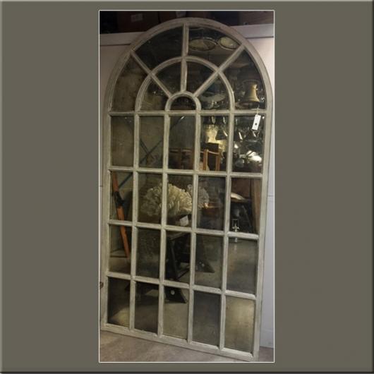 Miroir (grand modèle) à alcoves en bois laqué
