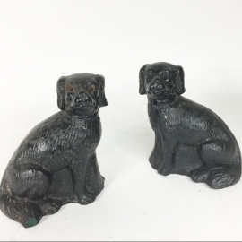 Pair of dogs in black earthenware