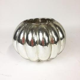 Vase boule de forme godronné en verre argenté