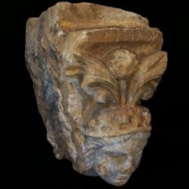 Potence en pierre XVII (tête de femme)