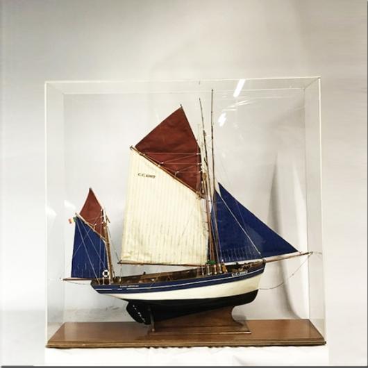 Maquette iroise thonier de Concarneau sous vitrine