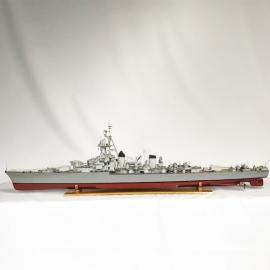 Maquette géante du croiseur Montcalm