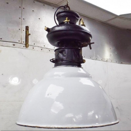 Lampe Pétromax avec abat-jour blanc
