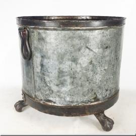 Cache-pot en zinc et pieds griffe