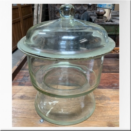 Pot en verre avec couvercle
