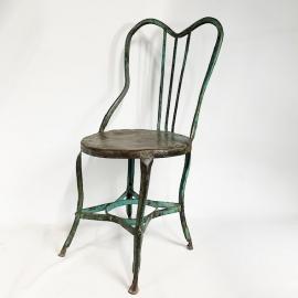 Chaise de jardin en fer laqué bleu dossier lyre