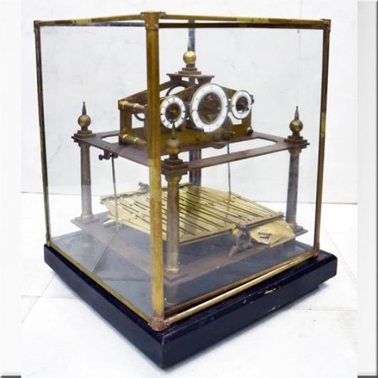 Horloge à billes cadran en laiton