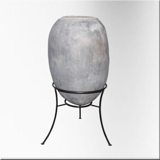 jarre amphore en terre cuite sur socle en fer jdeco. Black Bedroom Furniture Sets. Home Design Ideas