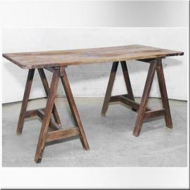 Table en teck sur tréteaux
