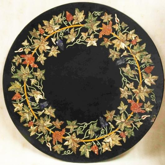 Plateau rond en marbre noir marqueterie florale