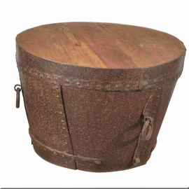 Cache en fer martelé formant table basse