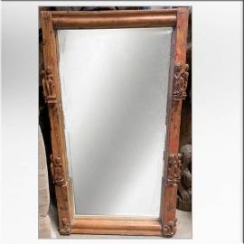 Miroir indien en teck à décor de personnages fin XVIIIème S.
