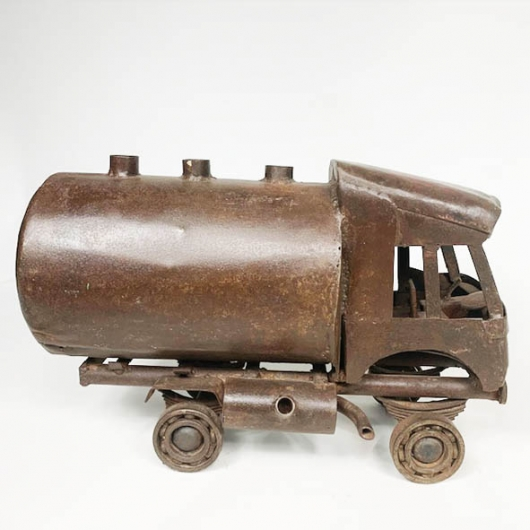 Camion citerne jouet en fer artisanal