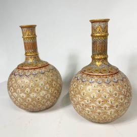Carafes Moghol en marbre et peinture végétale (Paire de)