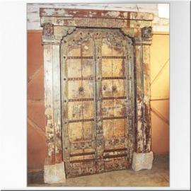 Porte indienne en teck laqué et bases en pierre