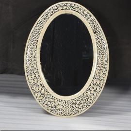 Miroir oval en bois et marqueterie d'os de chameau