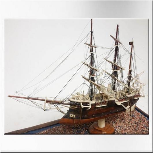 Maquette de voilier 3 mats en bois et os