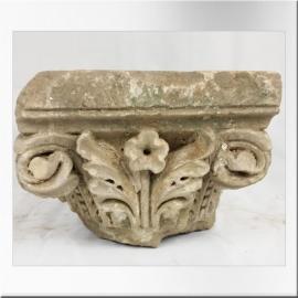 Tête de chapiteau en pierre